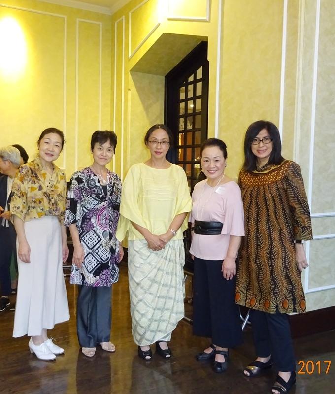 DSC09799大使夫人福大使夫人と3人