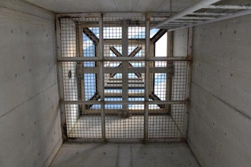 0252:やまなみホール 列柱の内部