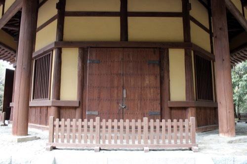 0253:俳聖殿 建物の側部