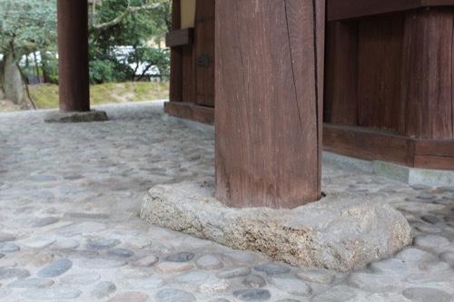 0253:俳聖殿 廻廊の柱土台