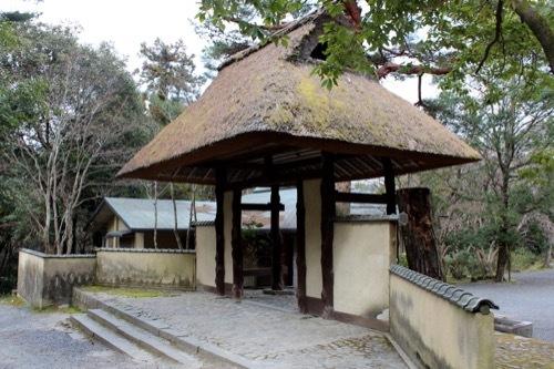 0253:俳聖殿 茶室入口のような門