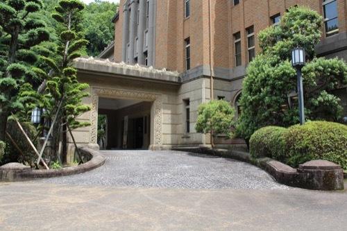 0260:徳島県立文書館 車寄せ