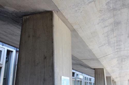 0261:鳴門市庁舎・市民会館 空中回廊の列柱②
