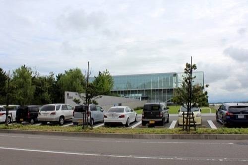 0264:加賀片山津温泉総湯 道路から建物をみる