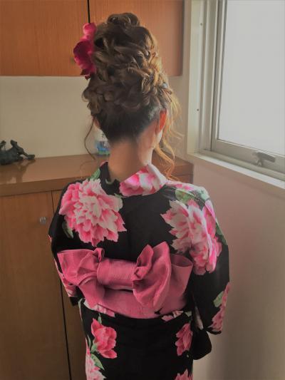 編み込みアップヘア