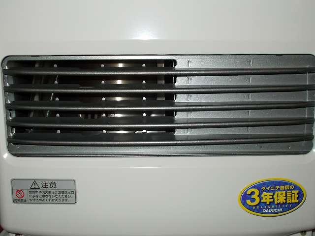 ダイニチ 石油ファンヒーター ウォームホワイト FW-3715LE(W) 本体正面、温風吹出口、炎確認窓