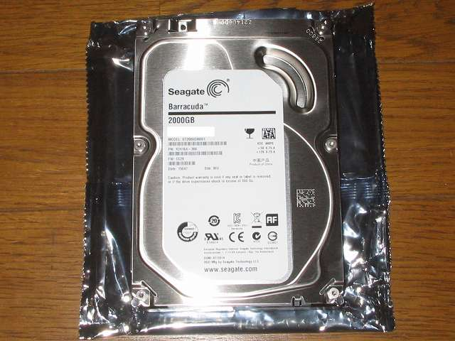 Amazon.co.jp 限定 Seagate 2T ハードディスク ST2000DM001/EWN メーカー保証2年+1年延長保証付き 静電防止袋を開封して取り出した HDD