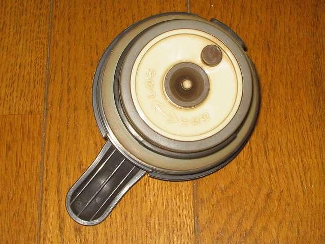 TIGER コーヒーメーカー 真空ステンレスサーバータイプ 8 杯用 ACW-S080-KQ コーヒー汚れ・こびりつきが付着したコーヒーサーバーフタ