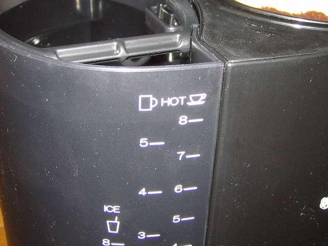 TIGER コーヒーメーカー 真空ステンレスサーバータイプ カフェブラック 8杯用 ACW-S080-KQ 水タンクの HOT 目盛 8 まで水を補給したところ