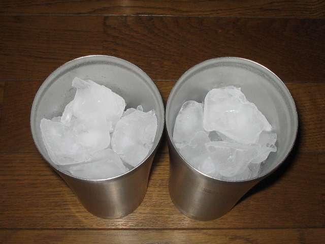 TIGER コーヒーメーカー 真空ステンレスサーバータイプ カフェブラック 8杯用 ACW-S080-KQ でドリップしたコーヒーで、ステンレスタンブラーに氷を入れてアイスコーヒー