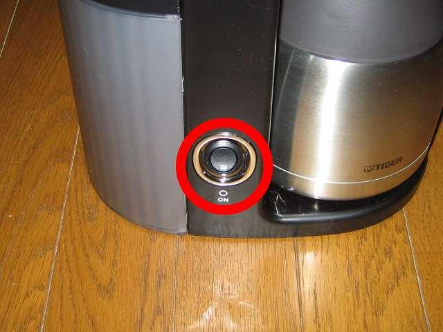 TIGER コーヒーメーカー 真空ステンレスサーバータイプ カフェブラック 8杯用 ACW-S080-KQ 本体内洗浄作業 差込プラグをつなぎ、コーヒーメーカー本体のスイッチを ON