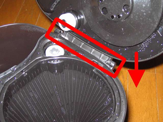 TIGER コーヒーメーカー 真空ステンレスサーバータイプ カフェブラック 8杯用 ACW-S080-KQ 本体内洗浄作業 お湯を捨てた真空ステンレスコーヒーサーバーを再セット、本体内洗浄作業を数回繰り返す