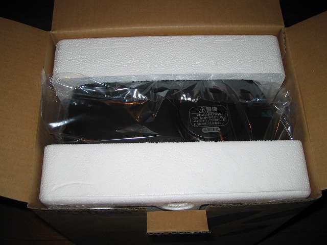 TIGER コーヒーメーカー 真空ステンレスサーバータイプ カフェブラック 8杯用 ACW-S080-KQ 開封、包装袋に入ったコーヒーメーカー本体と緩衝材の発泡スチロール
