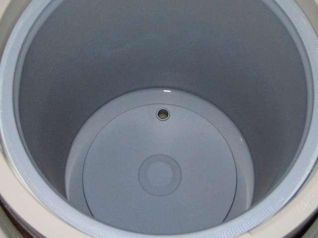 タイガー 電気まほうびん とく子さん 3L PVW-A300 メッシュフィルターを取り外した後の内容器の底部分