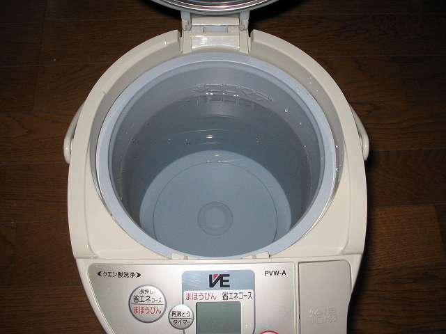 タイガー 電気まほうびん とく子さん 3L PVW-A300 水を入れて通常通り沸かすため水を入れる