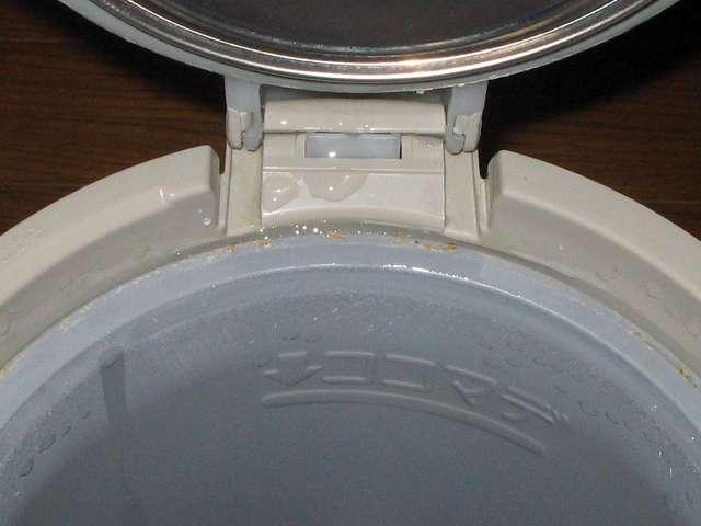 タイガー 電気まほうびん とく子さん 3L PVW-A300 内容器の一部にミネラル成分と思われるものが付着