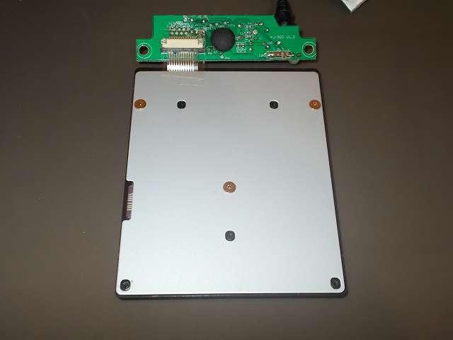 iBUFFALO テンキーボード USB接続 19mmピッチ ブラック BSTK02BK メンテナンス 分解作業、フィルム基板の裏面で固定されているネジを外して鉄板を外す