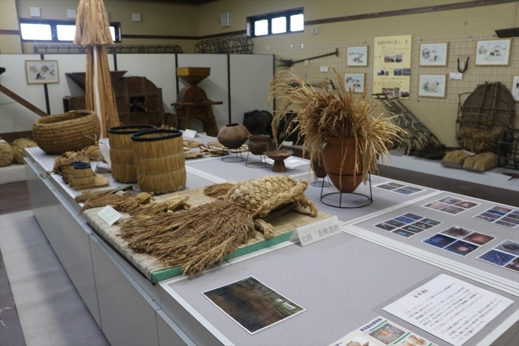 藁で作った実用品や飾りなど_1