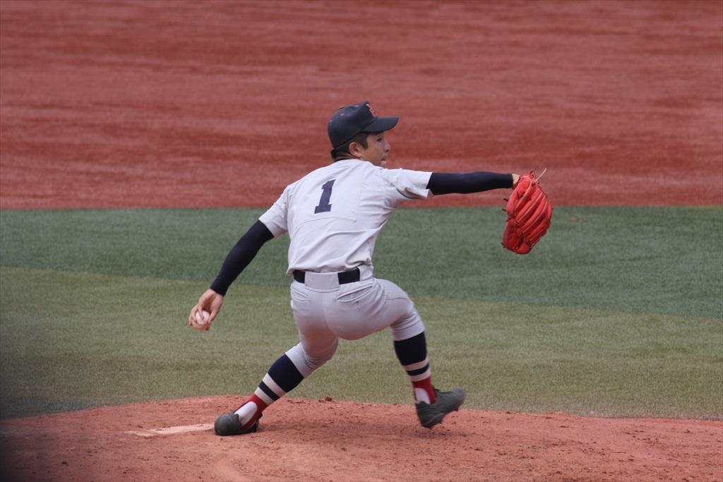 途中登板の横浜のエース板川君_5