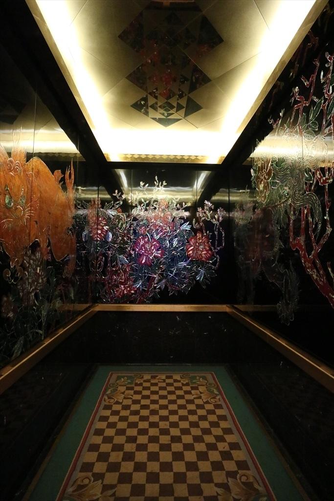 エレベーターの装飾_2