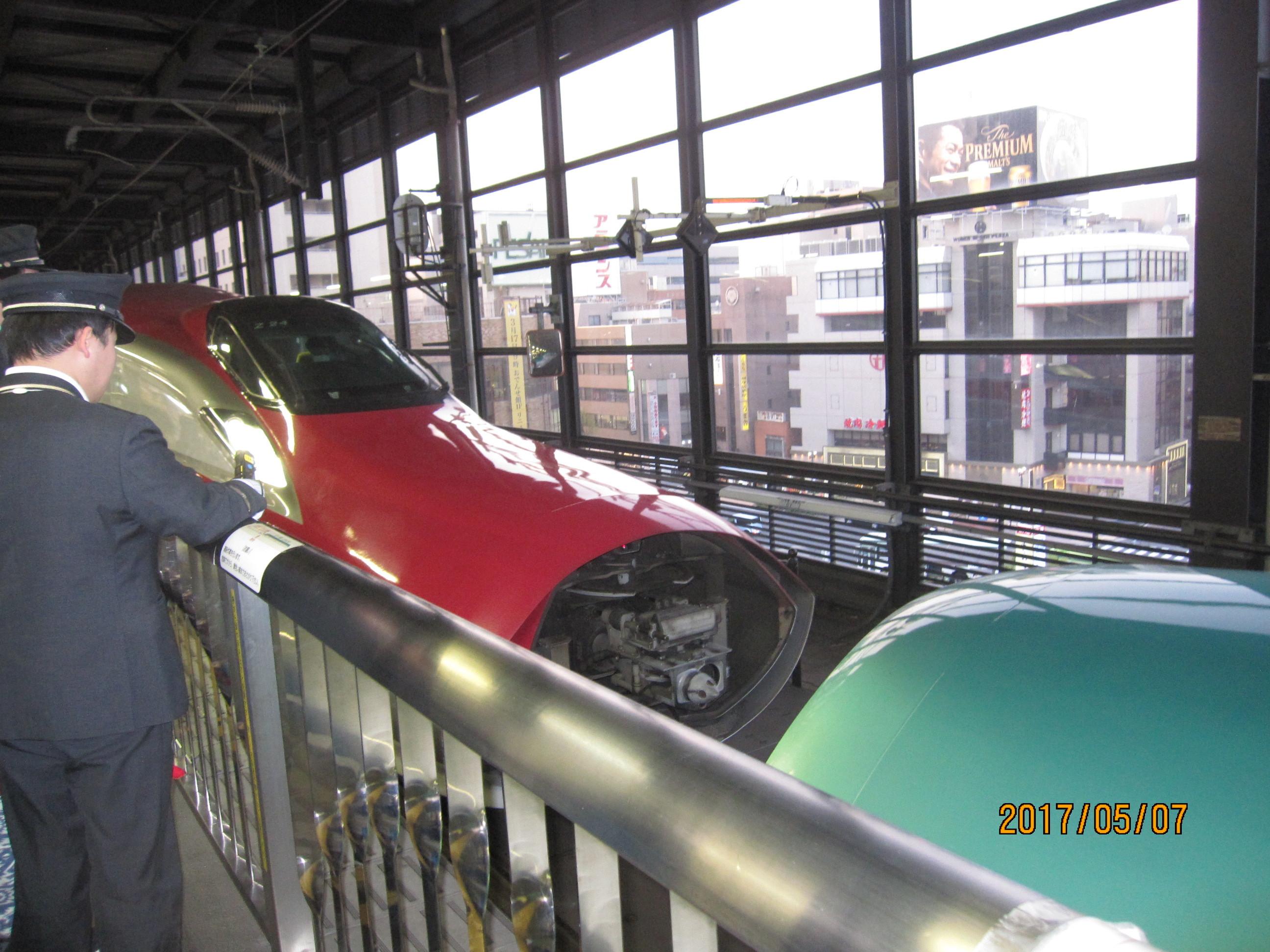 新幹線「はやぶさ」と「こまち」のドッキング