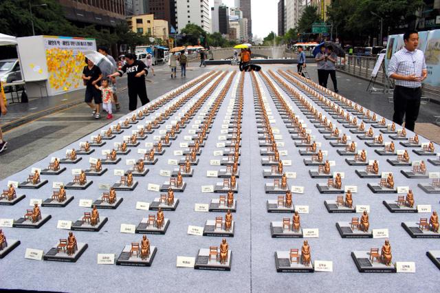 韓国、500人分のミニ少女像「世界慰安婦の日が(8月14日)」1