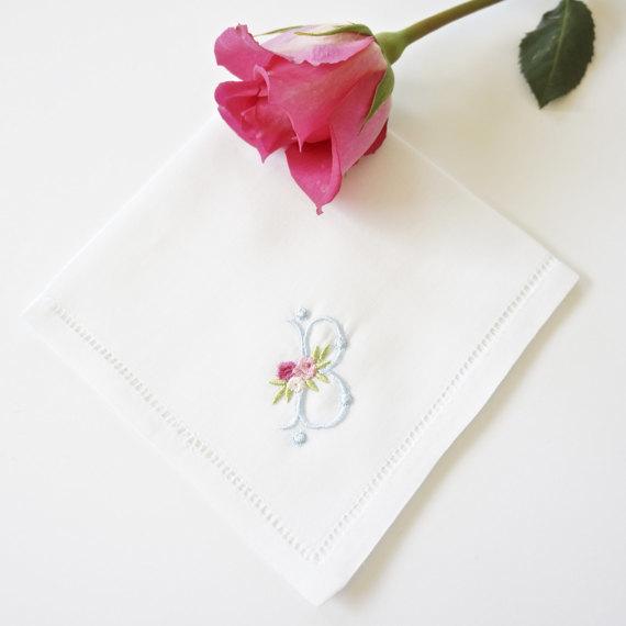 イニシャル刺繍ハンカチ