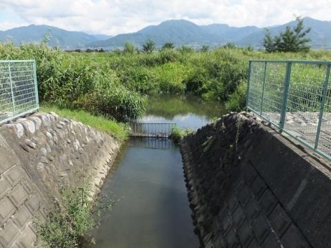 小石和用水取水樋管取水口