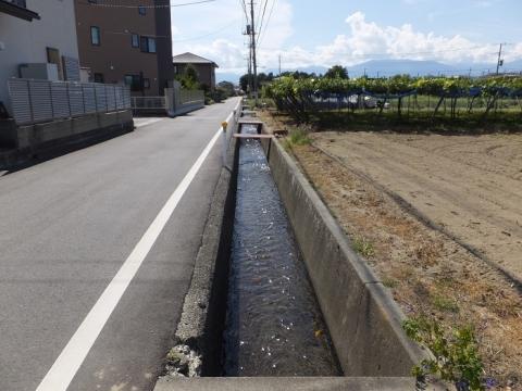 小石和用水路