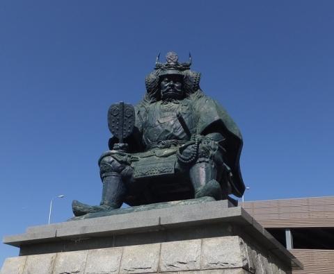 甲府駅前・武田信玄公之像