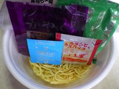 7/25発売 東京の名店 鬼金棒 カラシビ味噌らー麺(内容物)