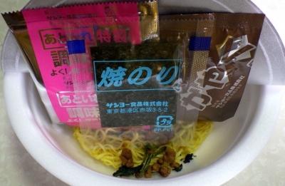 7/10発売 汁なし!! 横浜家系豚骨しょうゆラーメン(内容物)