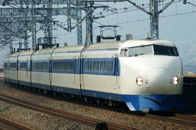 640px-Shinkansen_0-series.jpg