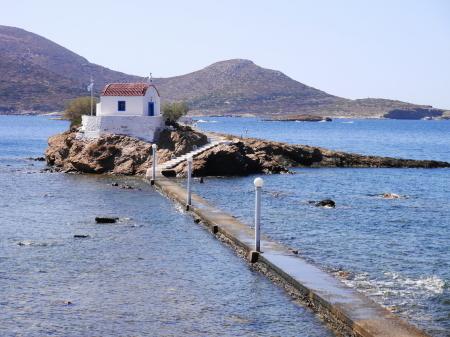 海に突き出た教会