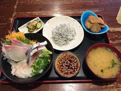 170619台所屋 一軒目海鮮丼3種550円と釜揚げしらす150円追加