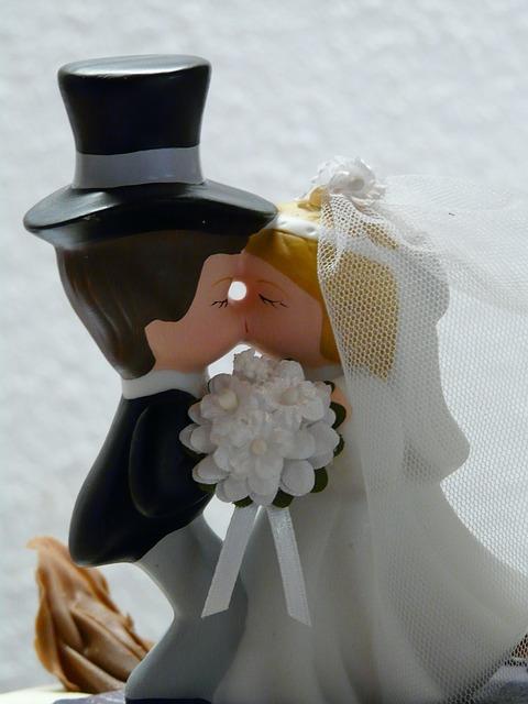 bride-and-groom-9003_640.jpg