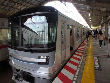日比谷線 13000系の車両