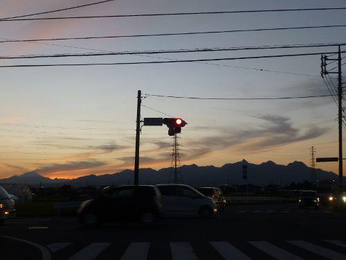 前橋市内から見た夕暮れ時の榛名山