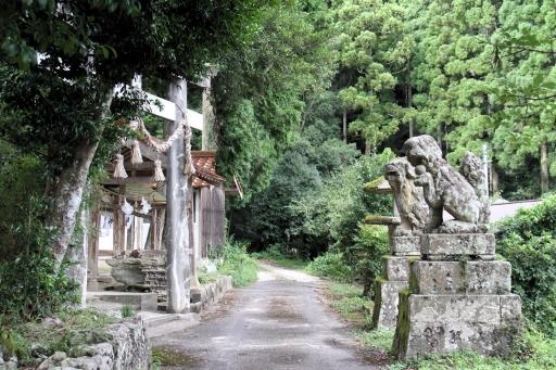 十二所神社の狛ワンコさんたち