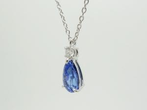 サファイヤとダイヤのネックレス2