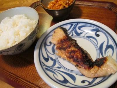 鮭の西京焼きで朝ごはん1