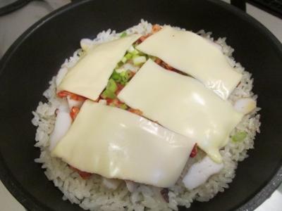 チーズを乗せて蒸し焼き1
