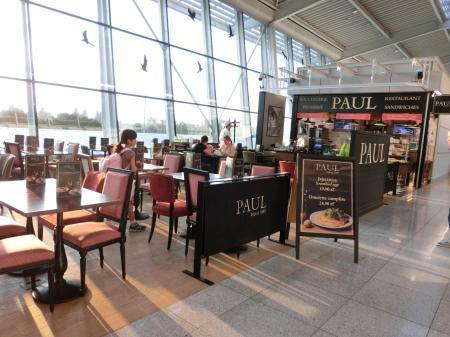 ワルシャワ空港 カフェレストラン 食事1