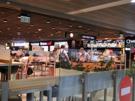 ワルシャワ空港 カフェレストラン 食事9