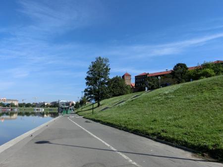 ティエニツ修道院への行き方 水上トラム乗り場1