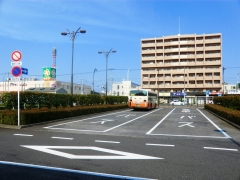 六町駅バス待機スペース一般車進入禁止標識
