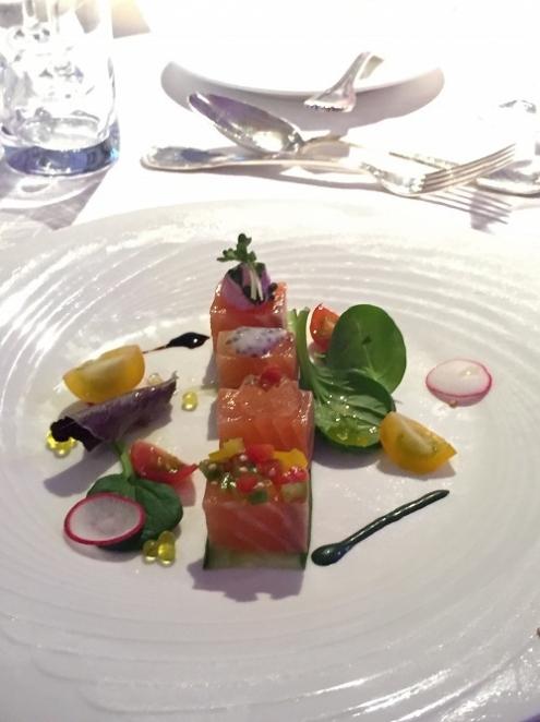4種のテースト、シトラス風味のサーモンマリネ