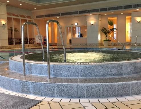 名古屋マリオットホテルのジャグジー付きプール