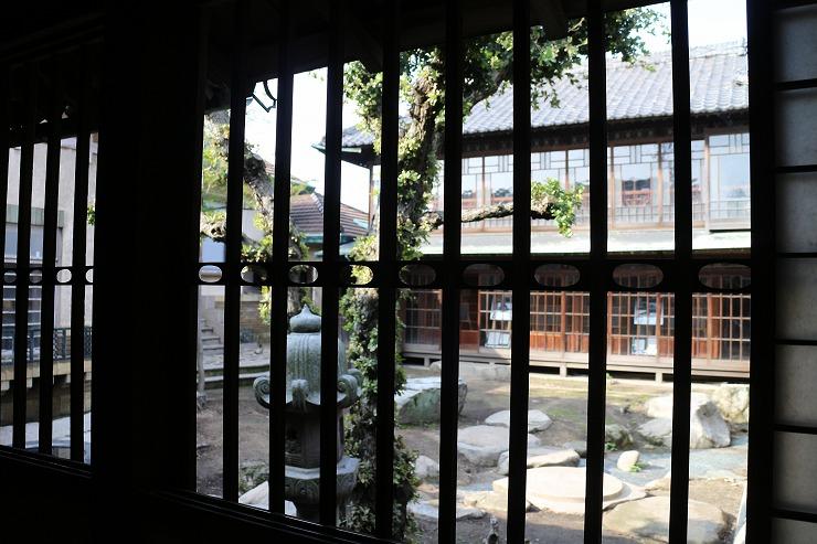 合田邸廊下から離れを見る 29 9 24