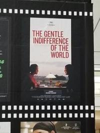 『世界の優しい無関心』ポスター